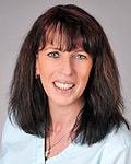 Regina Kissel ist Mitarbeiterin im DermaOne Hautzentrum in Wiesbaden, Ihrem Kosmetikinstitut in der Wiesbadener Innenstadt. Frau Kissel leitet die medizinische Fußpflegeabteilung und kümmert sich um problematische Nägel und Verhornungsstörungen der Füße.