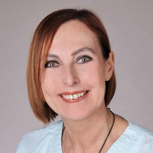 Heike Jahn ist Mitarbeiterin im DermaOne Hautzentrum in Wiesbaden, Ihrem Kosmetikinstitut in der Wiesbadener Innenstadt. Frau Heike Jahn leitet die kosmetische Abteilung.